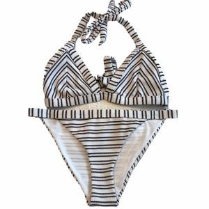 Accessorize bikini top size 8 bottoms size 4